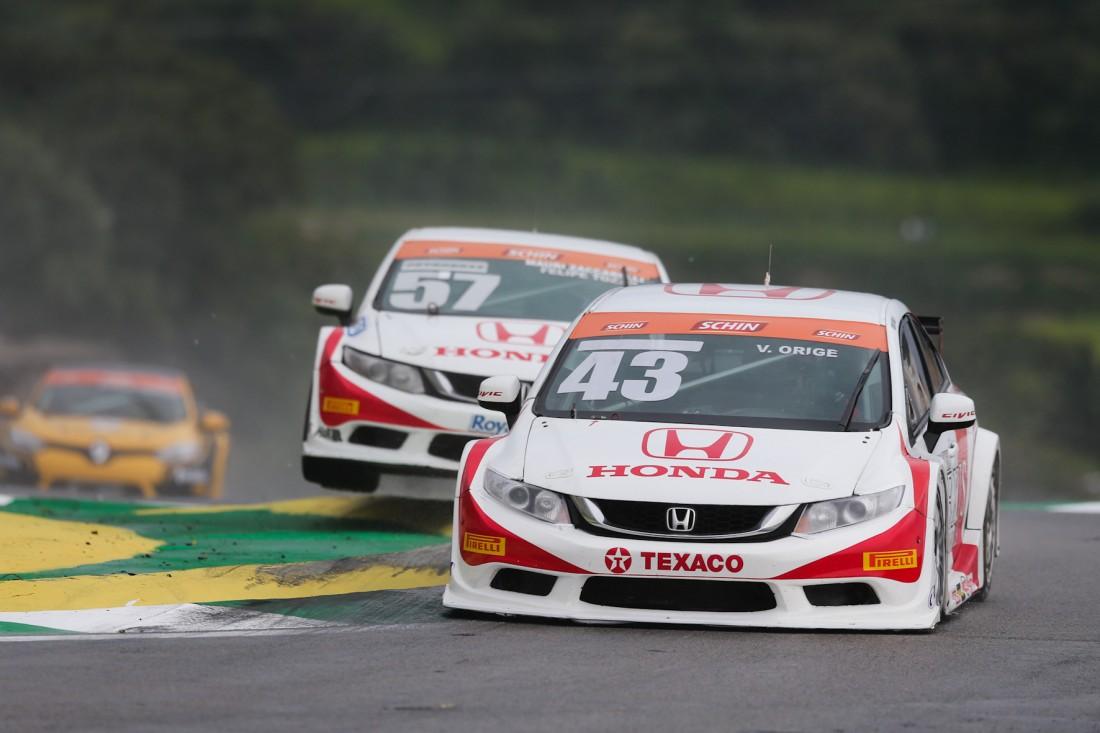 SÃO PAULO - SP - 12.12.15: CORRIDA 1 DA COPA PETROBRAS DE MARCAS EM INTERLAGOS - Corrida 1 da Copa Petrobras de Marcas em Interlagos. (Duda Bairros/Vicar)